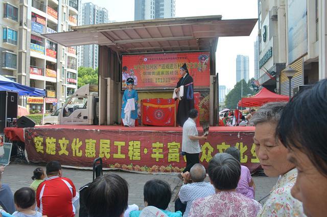 滨湖家园社区展开传统戏曲进社区活动
