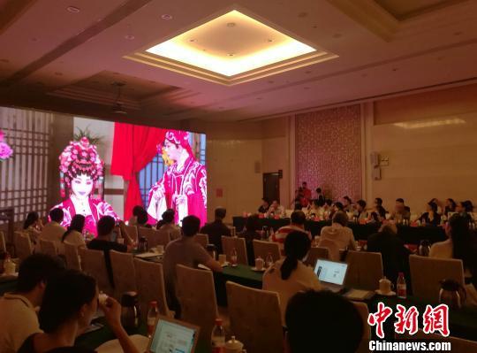 著名戏剧表演艺术家曾小敏粤剧艺术研讨会在穗举办 郭军 摄