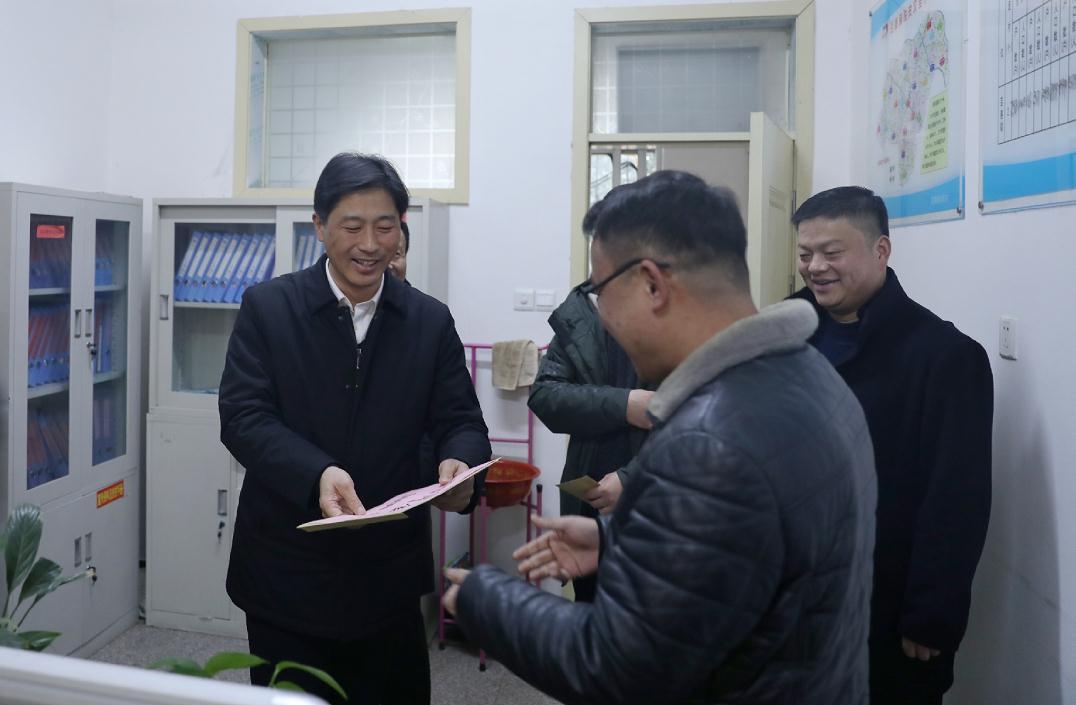 郭海磊看望慰問鎮村基層一線專職…